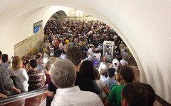Скопление людей на ст.м.«Комсомольская». Фото пользователя Твиттер @lovecslov