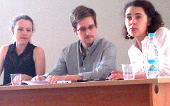 Э.Сноуден на встрече с правозащитниками. Фото Татьяны Локшиной с сайта hrw.org