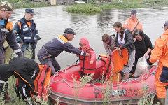 Помощь пострадавшим от наводнения. Фото с сайта 28.mchs.gov.ru