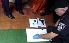 Обыск в офисе Femen. Стоп-кадр с видео в YouTube