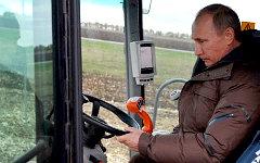 Владимир Путин на уборке урожая. Фото с сайта kremlin.ru