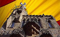 Башня Бельесгуард работы Гауди. Коллаж © KM.RU