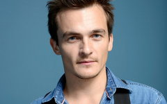http://ic1.static.km.ru/sites/default/files/imagecache/240x150/img/news/2014/1/10/kinopoisk.ru-Rupert-Friend-2278198.jpg