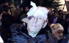 Юрий Луценко после избиения. Стоп-кадр с видео в YouTube