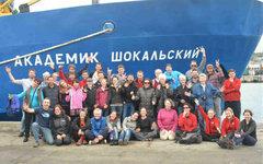 Члены экспедиции в новозеландском порту. Фото из Твиттера @ProfChrisTurney