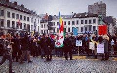 Митинг в Брюсселе. Фото пользователя Instagram simple_shoes