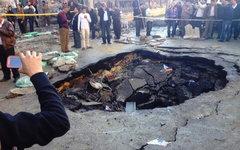 Кратер после взрыва у штаб-квартиры полиции. Фото пользователя Twitter @DLachine