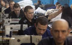 Заключенные работают в швейном цехе © РИА Новости, Илья Питалев