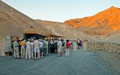 Туристы в египетской Долине царей. Фото пользователя Flickr Dennis Jarvis