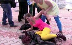 Н.Толоконникова во время акции в Сочи. Кадр телеканала Russia Today