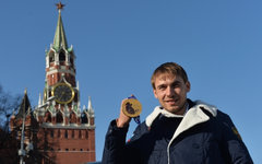 Биатлонист Антон Шипулин на церемонии вручения автомобилей © РИА Новости, Артем