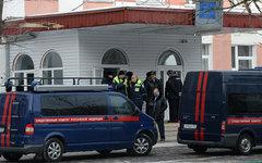 Машины СК РФ у школы №263 © РИА Новости, Максим Блинов