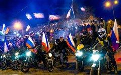 Празднование итогов референдума в Симферополе. Кадр Russia Today