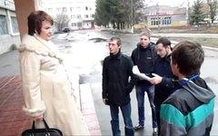 Татьяна Антонец (слева). Стоп-кадр с видео в YouTube