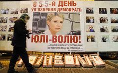 Портрет Ю. Тимошенко у здания захваченной киевской мэрии © KM.RU, Алексей Белкин
