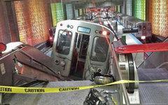 Место схода с рельсов поезда в Чикаго. Фото пользователя Twitter @nycjim