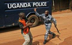 Угандский полицейский. Фото с сайта foreignpolicy.com