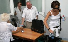 Личный досмотр пассажиров и багажа © РИА Новости, Сергей Венявский