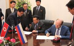 Александр Галушка и Ли Рен Нам. Фото с сайта minvostokrazvitia.ru