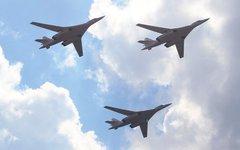 Стратегические бомбардировщики-ракетоносцы Ту-160 © KM.RU, Илья Шабардин