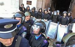 Милиция у здания Дома профсоюзов в Одессе © РИА Новости, Алена Николаенко