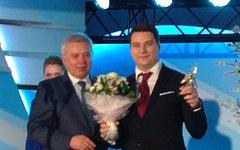 Вагит Алекперов награждает победителя Алексея Маврина © KM.RU, Игорь Орлов