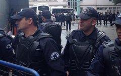 Турецкая полиция. Фото пользователя Twitter @IvanCNN