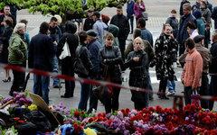 Жители Одессы возлагают цветы в память о погибших. © РИА Новости, Антон Круглов