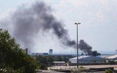Дым над аэропортом Донецка. Фото пользователя Twitter @anti_maydan