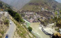 Река Бхагиратхи. Фото Keerthi msrit с сайта wikimedia.org