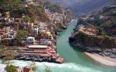У берегов реки Бхагиратхи. Фото пользователя Panoramio vvnataraj