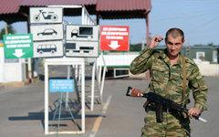 Ополченец ЛНР на пропускном пункте на границе Луганской области © РИА Новости, Е