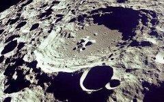 Лунная поверхность. Фото с сайта wikipedia.org