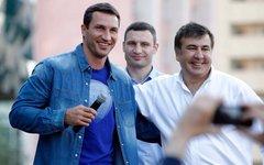 Владимир Кличко, Виталий Кличко и Михаил Саакашвили. Фото с личной страницы в Fa