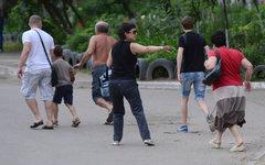Жители покидают свои дома в микрорайоне Мирный на окраине Луганска © РИА Новости