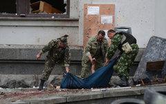 Погибший в результате авианалета ВВС Украины в Луганске© РИА Новости, Евгений Б