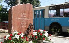 Памятник жертвам теракта в троллейбусе 30 декабря 2013 в Волгограде © РИА Новост