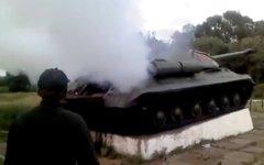 Советский танк ИС-3 в Константиновке. Стоп-кадр с видео в YouTube