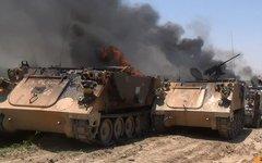 Горящие танки иракских военных. Фото пользователя Twitter @Alanbar News