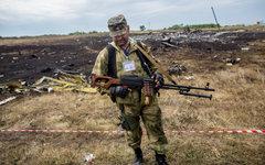 Ополченец на месте крушения Boeing 777. © РИА Новости, Андрей Стенин