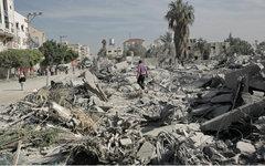 Одна из улиц в Газе после ночного обстрела © РИА Новости, Андрей Стенин