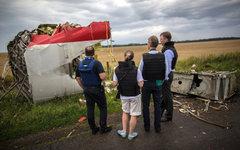 Эксперты миссии ОБСЕ на месте крушения Boeing 777 © РИА Новости, Андрей Стенин
