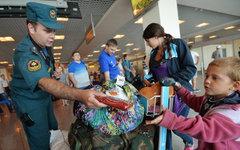 Сотрудники МЧС встречают беженцев из Украины © РИА Новости,Алексей Куденко