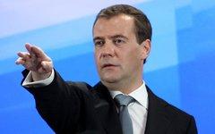 Медведев заявил о необходимости сокращения числа чиновников