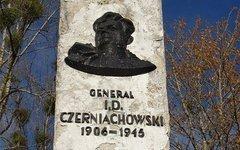 Памятник генералу Черняховскому в Пененжно. Фото с сайта ro.com.pl