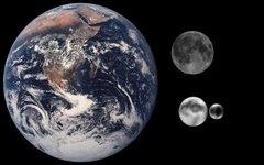 Земля и Луна в сравнении с Плутоном и Хароном. Изображение с сайта wikimedia.org