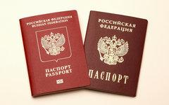 Российский и заграничный паспорта © KM.RU, Алексей Белкин