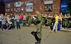Военнослужащий со списком пострадавших © РИА Новости, Алексей Мальгавко