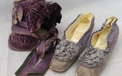 Шляпа и туфли принцессы Алисы. Фото Chippenham Auction Rooms