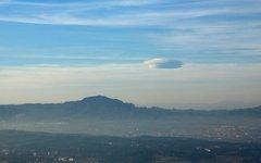 Лентикулярное облако. Фото Mgclape с сайта wikimedia.org